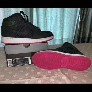 Girls Jordan 1 phat shoe